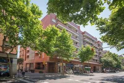 Bright spacious apartment with balcony in the central district of Barcelona